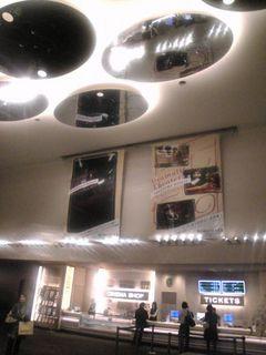 ホテルのロビーのような横浜ブルク13のエントランス