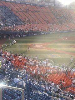 試合直前の横浜スタジアム。まだ太陽が眩しい。