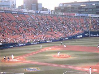 先攻横浜の一番打者内川。ピッチャーは中日ネルソン