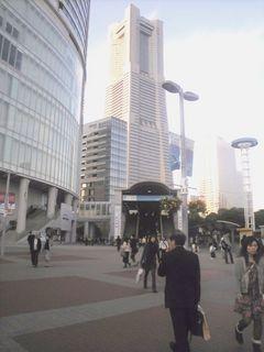 みなとみらいの玄関口、桜木町駅前はいつもより人が少なかった。