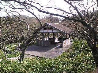 途中の公園内東屋.jpg
