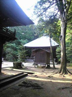 ひっそりと静まり返った神武寺境内