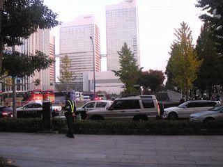 スタバ&TSUTAYAの横の道でやっていた車の検問
