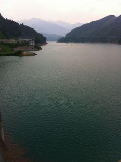 ダムにせき止められた宮ケ瀬湖
